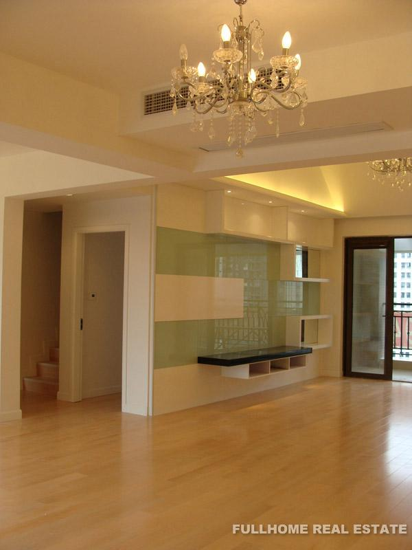 Royal Lakefront Mansion Suzhou For Rent 4brs 170sqm